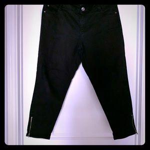 Zipper ankle-length skinny black jeans